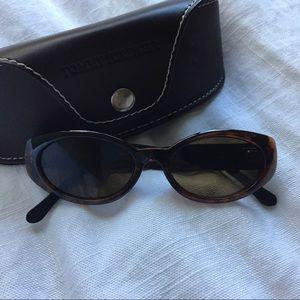 Tommy Hilfiger Tortoise brown blackoval sunglasses